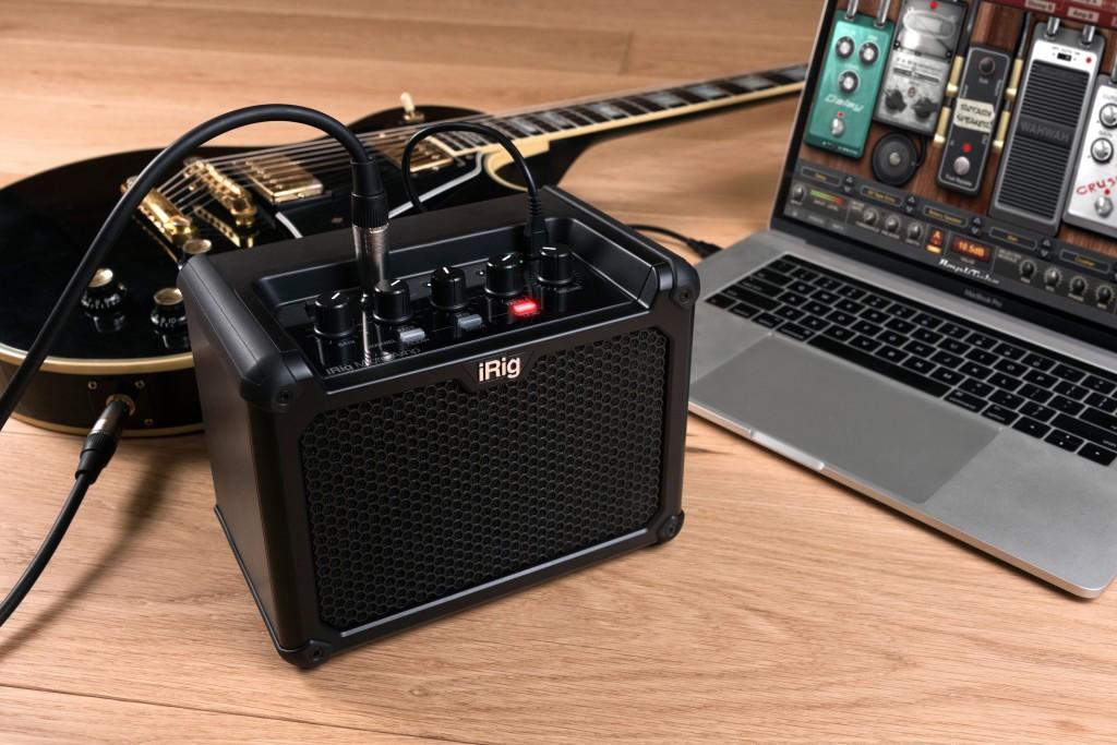 מיקרו מגבר עם ממשק אודיו/מחשב ומידול אפקטים לגיטרה מ- IK Multimedia